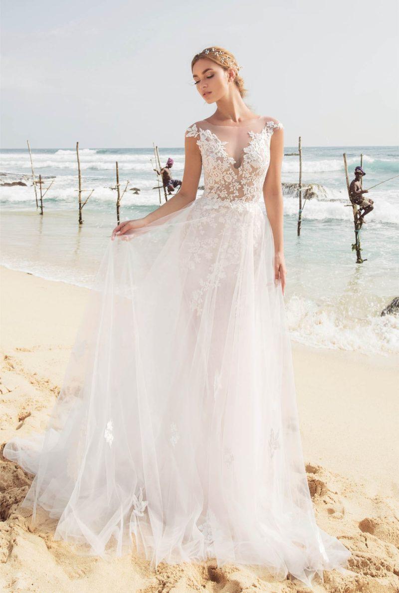 Свадебное платье с двойной юбкой и чувственным кружевным верхом.