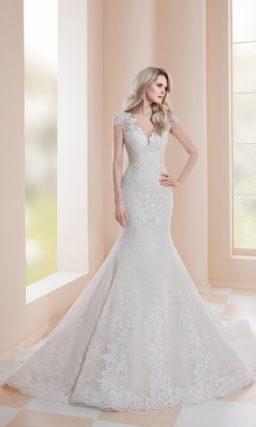 Свадебное платье «русалка» с шикарным шлейфом и открытой спинкой.