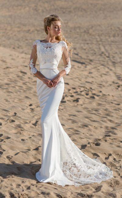 Соблазнительное свадебное платье «русалка» с бисерным поясом на талии.