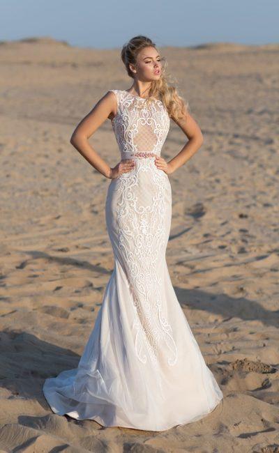 Свадебное платье «русалка» на пудровой подкладке, со вставкой на спинке.