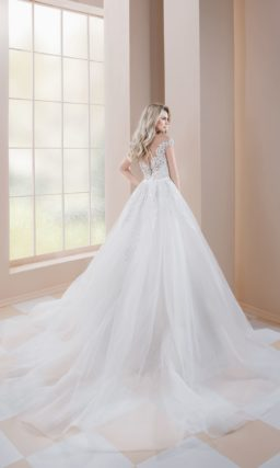 Платье-трансформер со съемным шлейфом