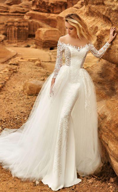 Пышное свадебное платье-трансформер с тонким длинным рукавом.