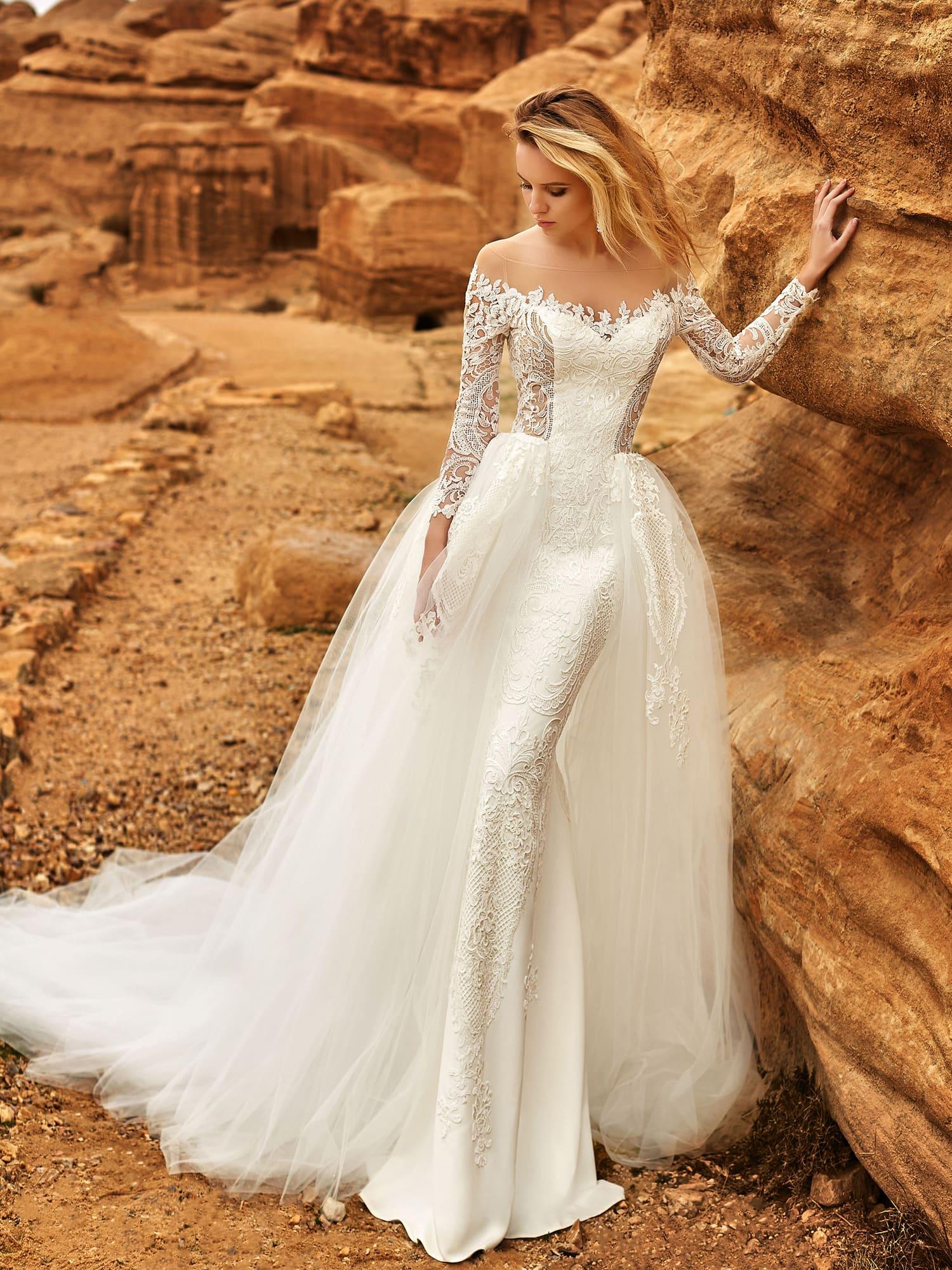 469515c192e Свадебное платье Оксана Муха Amadea ▷ Свадебный Торговый Центр Вега ...