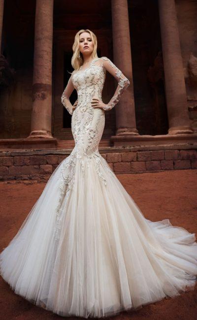 Свадебное платье «русалка» с невероятным шлейфом и пудровой подкладкой.