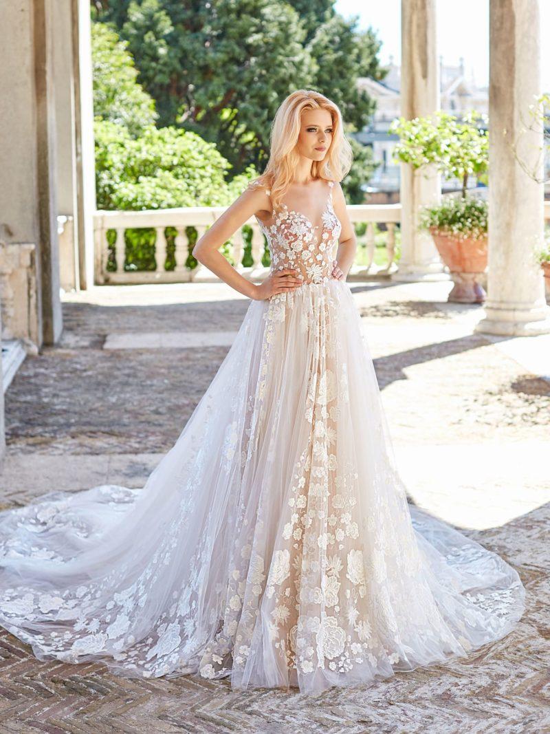 Свадебное платье с иллюзией прозрачности и многослойным низом.