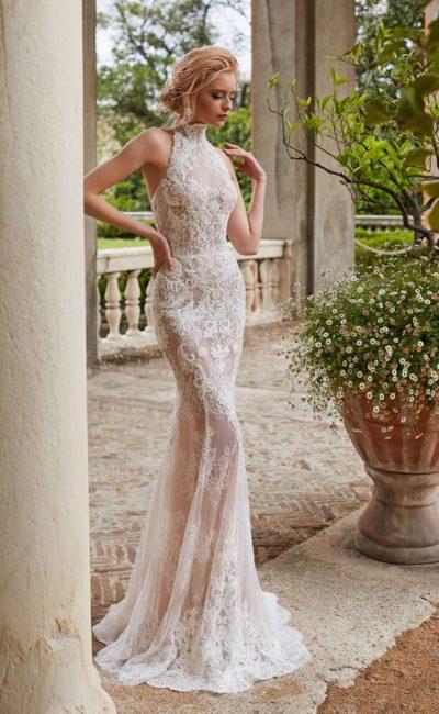 Кружевное свадебное платье облегающего кроя с американской проймой.