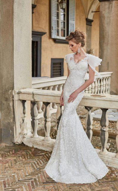 Свадебное платье «русалка» с оригинальным шифоновым рукавом.