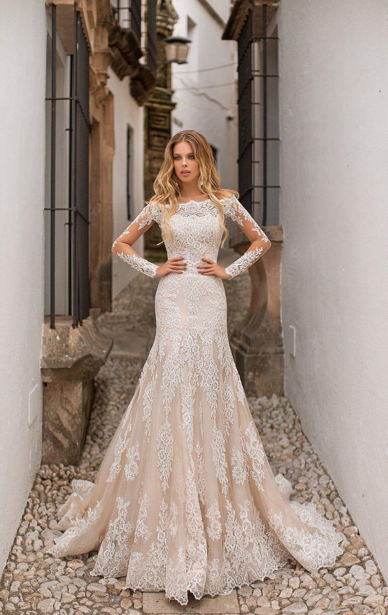 Свадебное платье с юбкой-трансформером и портретным декольте.