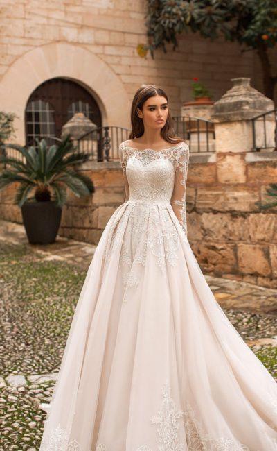 Кружевное закрытое платье на венчание