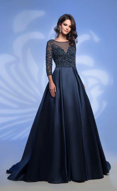 Темно-синее платье с рукавом