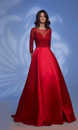 Красное платье с длинным рукавом