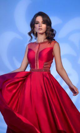Красное платье длиной в пол