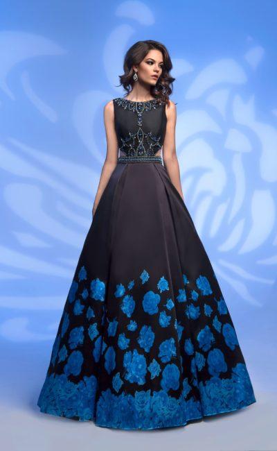 Черное платье с цветами