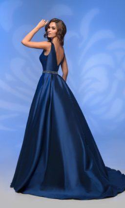 Темно-синее вечернее платье