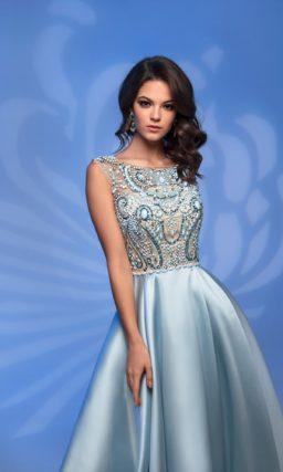 Голубое вечернее платье с роскошной отделкой по корсету.