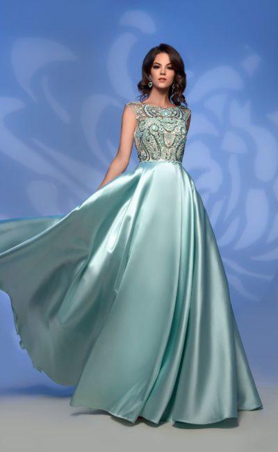 Светло-зеленое вечернее платье с атласной юбкой в пол.
