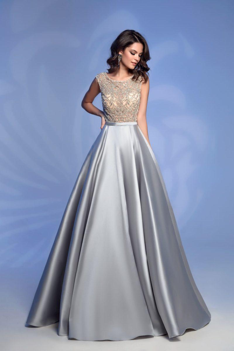 Серебристо-бежевое вечернее платье с вышивкой по лифу.