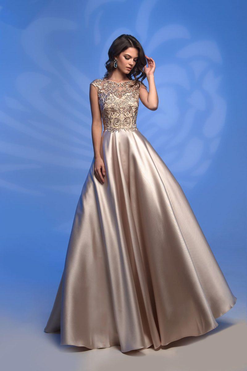 Золотистое вечернее платье с юбкой в пол и кружевным верхом.