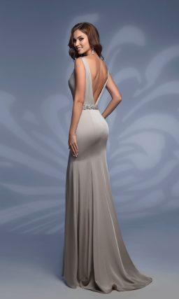 Серое вечернее платье «русалка» с открытой спиной и шлейфом.