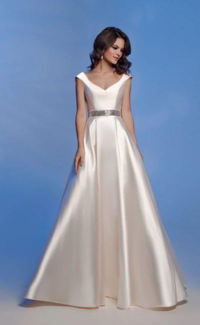 Блестящее вечернее платье айвори