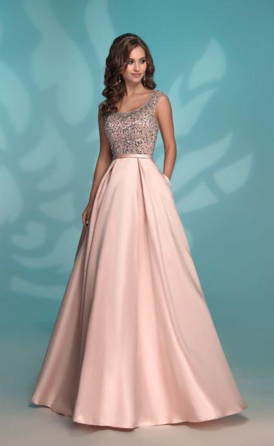 Розовое вечернее платье с шикарным декором и юбкой в пол.