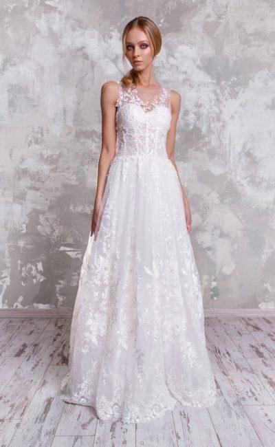 Свадебное платье с вставкой над лифом и многослойной юбкой.