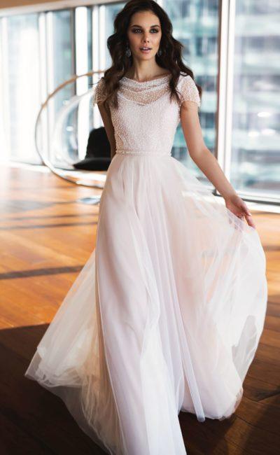 Красивое платье с коротким рукавом