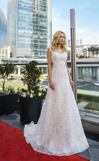 Воздушное свадебное платье с открытой спинкой и корсетной шнуровкой.