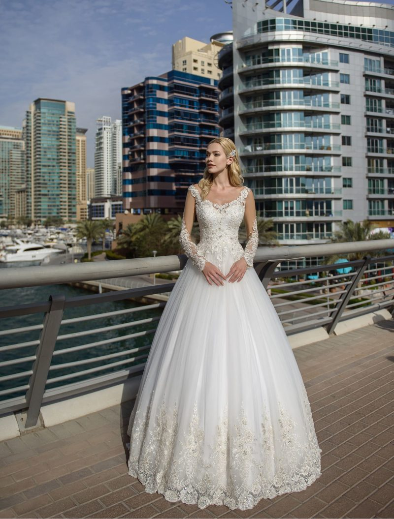 Платье с длинным прозрачным рукавом