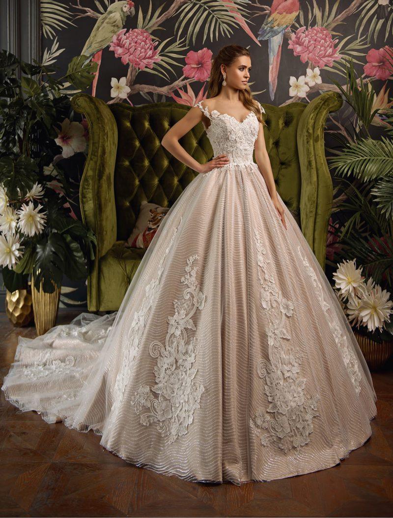 Пышное свадебное платье цвета пудры