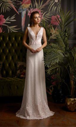 Прямое свадебное платье с фактурным декором и открытой спиной.