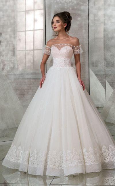 Пышное свадебное платье с коротким объемным рукавом.