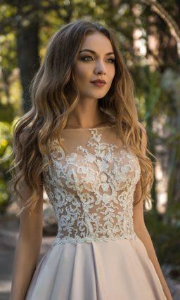Свадебное платье с атласной юбкой