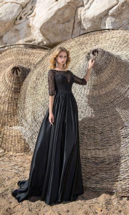 Черное платье с рукавом