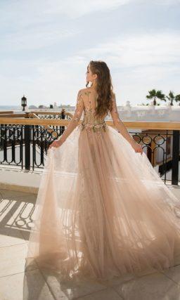 Платье со съемным полупрозрачным шлейфом