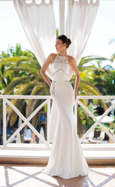 Свадебное платье с вырезом на спинке и силуэтом «русалка».