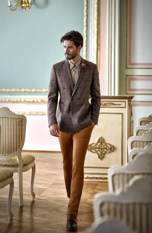 2f3f1272518 ▷▷Свадебный мужской костюм с серым пиджаком и брюками цвета охры. ☎ +7