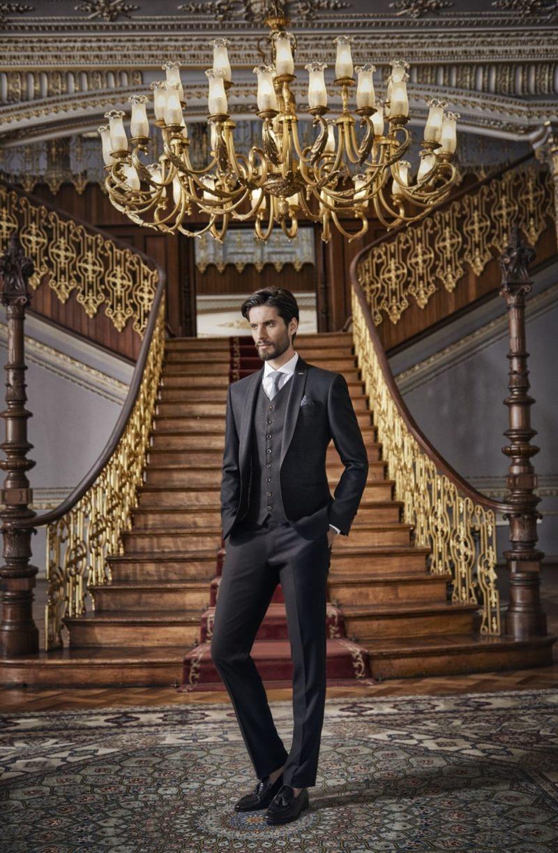 ▶▶Черный мужской свадебный костюм с элегантным жилетом.  ☎ +7 495 724 26 05 ▶▶ Свадебный центр Вега Ⓜ Петровско-Разумовская