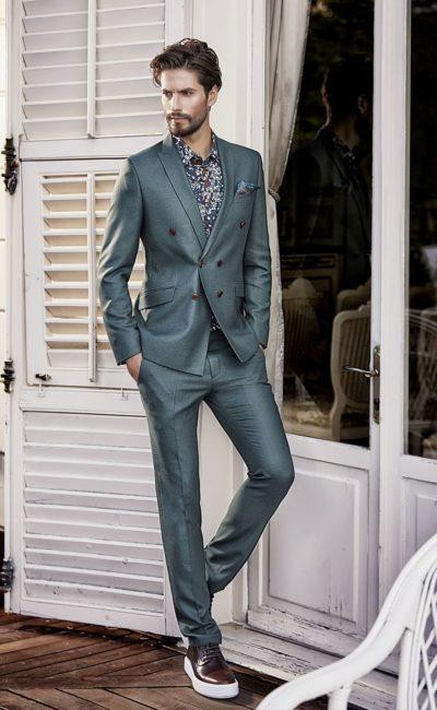 Серый свадебный костюм