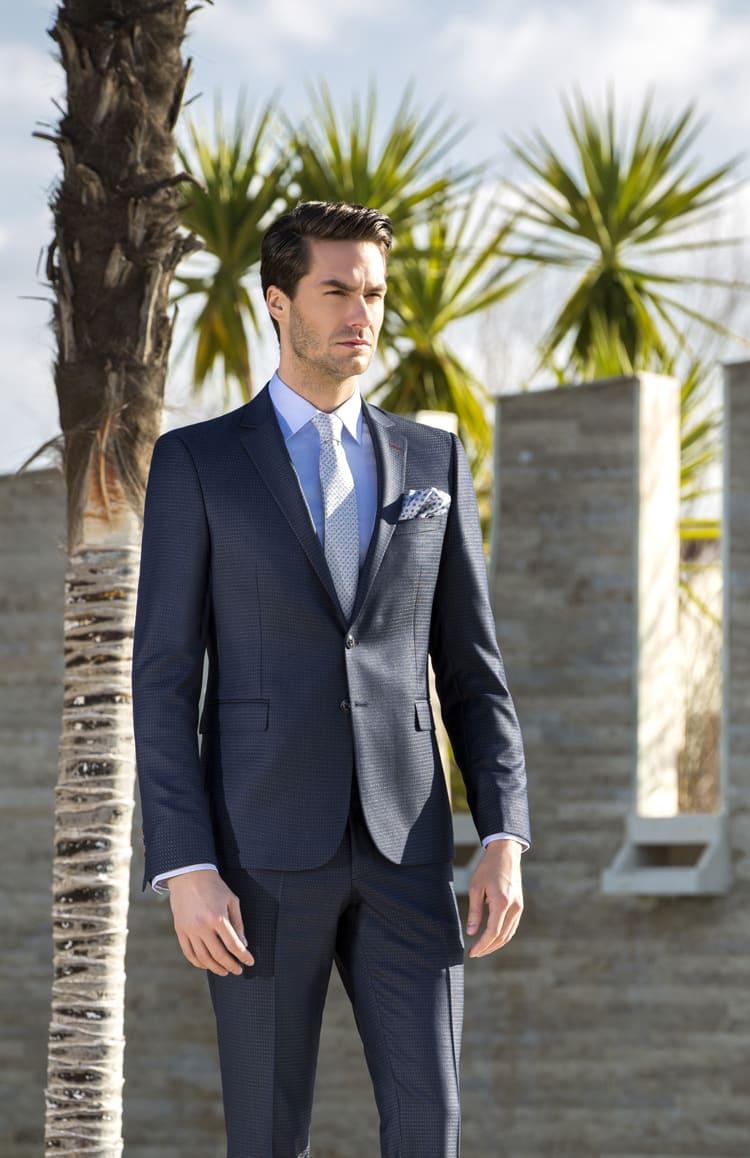▶▶Темно-серый фактурный мужской костюм с прямыми брюками. ☎ +7 495 724 26 05 ▶▶ Свадебный центр Вега Ⓜ Петровско-Разумовская