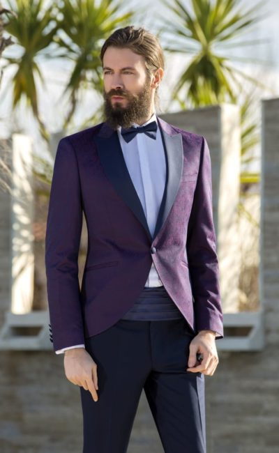 Мужской костюм с фиолетовым пиджаком