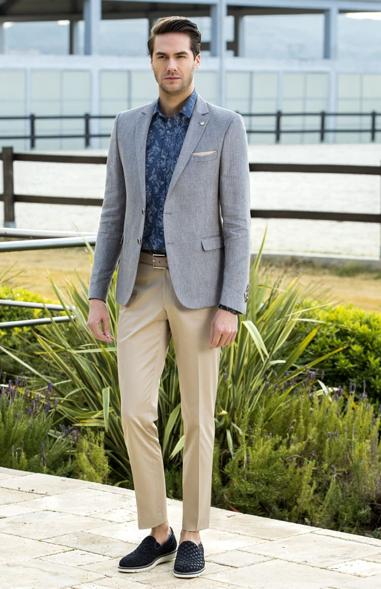 ▶▶Серо-бежевый мужской костюм с прямыми брюками. ☎ +7 495 724 26 05 ▶▶ Свадебный центр Вега Ⓜ Петровско-Разумовская