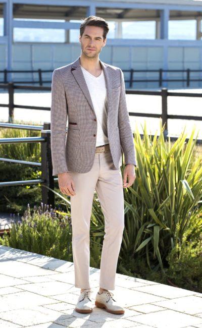 Коричнево-бежевый мужской костюм