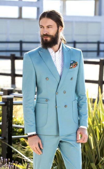Мужской костюм голубого цвета
