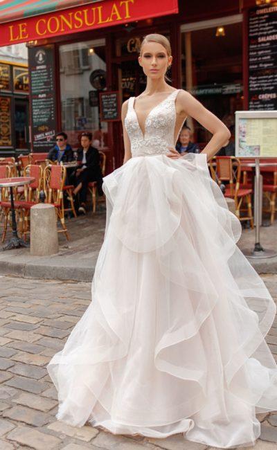Пышное платье с воланами