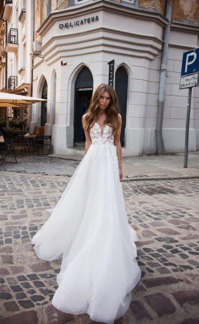 Свадебное платье с открытой спинкой