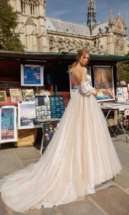 Пышное платье со шлейфом