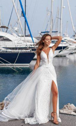 Летнее платье с V-вырезом