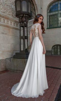 Свадебное платье с кружевным верхом и лаконичной юбкой.