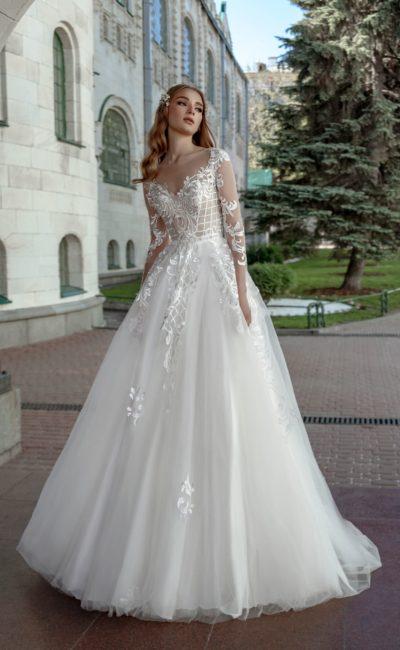 Платье с длинным кружевным рукавом